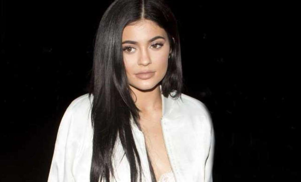 Kylie Jenner Falls In Love With Her Curves After Giving Birth to Daughter