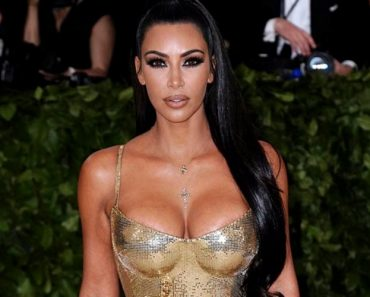Kim Kardashian West says the pain in her hands due to psoriatic arthritis was almost unbearable. (Photo: Bang ShowBiz)