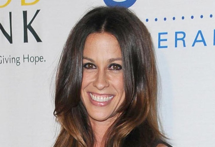 Alanis Morissette, After 3 Kids, Bravely Writes About Postpartum Blues